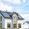 Het grootste struikelblok waar de meeste mensen zich blind op staren is de hoge investeringskosten van de zonnepanelen inclusief plaatsing. Het lijkt een enorm bedrag, zo is 20000 euro geen […]